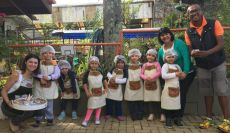 Alunos da Educação Infantil fazem cupcakes de Páscoa
