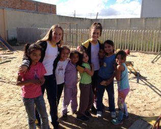 [Portão] Alunos entregam doações na creche Bom Samaritano