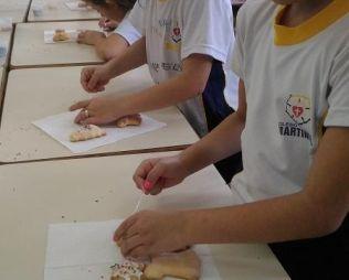 [Centro] Alunos fazem biscoitos de Natal - Infantil 5