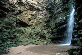 3 cachoeiras imperdíveis para conhecer perto de Curitiba