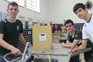 Adolescentes criam hidrômetro digital que calcula consumo e ajuda poupar água