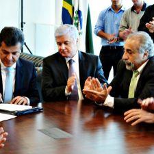 Rasca participa da assinatura da ordem de serviço do projeto da Duplicação da PR-415