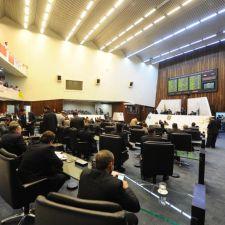 Veto aos PLs da extração de peles e da Ilha do Mel serão votados nesta segunda (29)