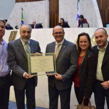 Câmara de Contenda recebe homenagem por gestão transparente e com participação popular