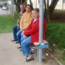 População sente falta de bancos nos pontos de ônibus de Curitiba, conclui levantamento