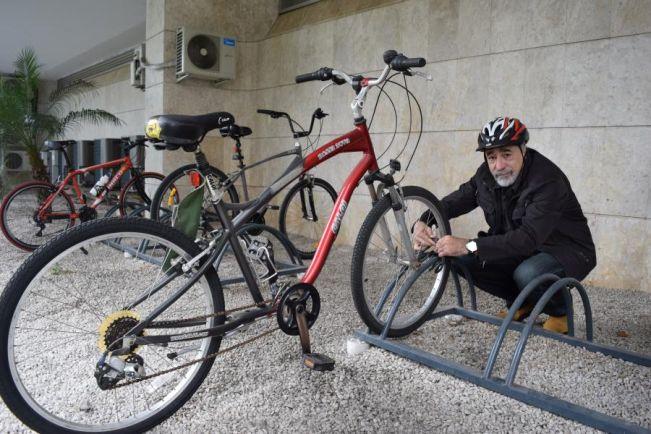 """Deputado Rasca vai de """"Bike ao Trabalho"""""""
