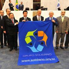Grupo Solidário apresenta trabalho de ação social aos deputados durante a sessão plenária