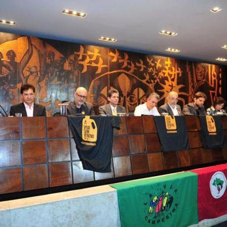Especialistas propõem a criação de um plano de redução do uso de agrotóxicos no Paraná