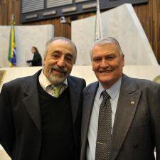 Lei 17.564/2013 - Cidadão Honorário: Dinarte Vaz
